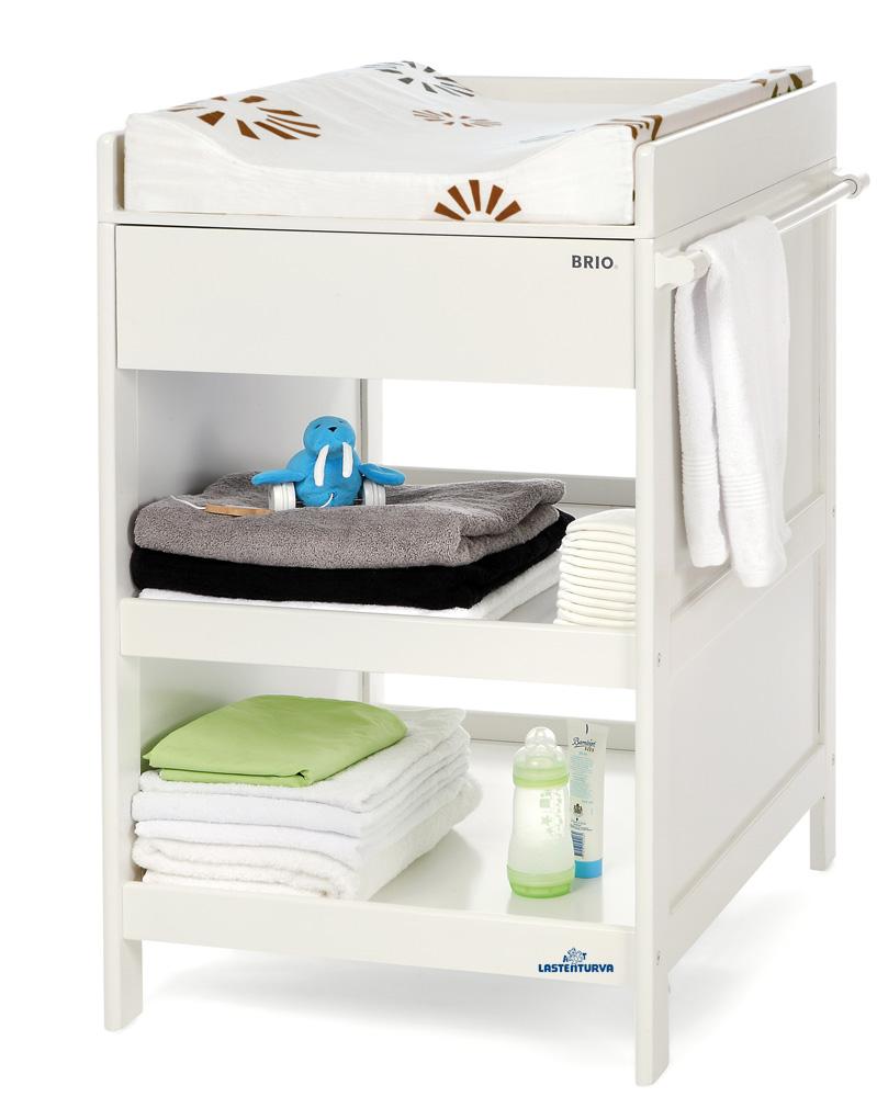 Brio hoitopöytä vetolaatikolla valkoinen
